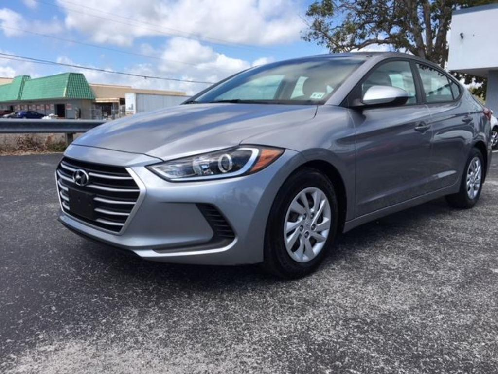 2017 hyundai elantra se 4d sedan tampa virtual center. Black Bedroom Furniture Sets. Home Design Ideas